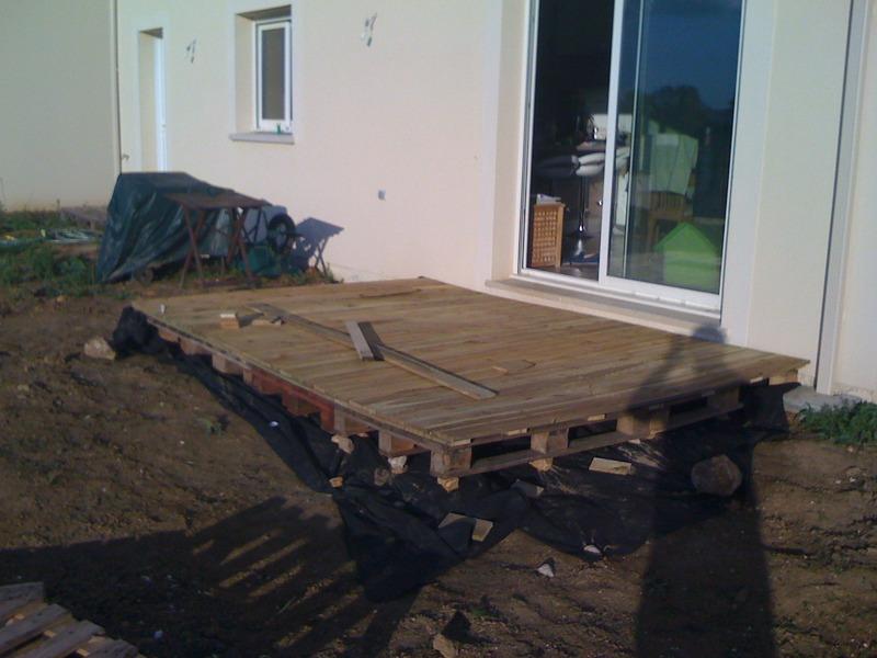 Tournevis terasse en bois sur palettes for Cout terrasse en bois