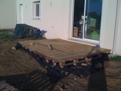 Tournevis terasse en bois sur palettes - Faire une terrasse avec des palettes ...