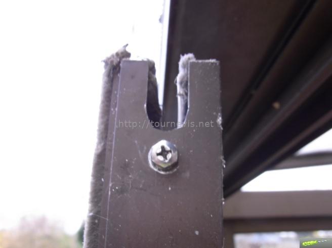 tournevis - réparer les roulettes de porte coulissante de sa véranda